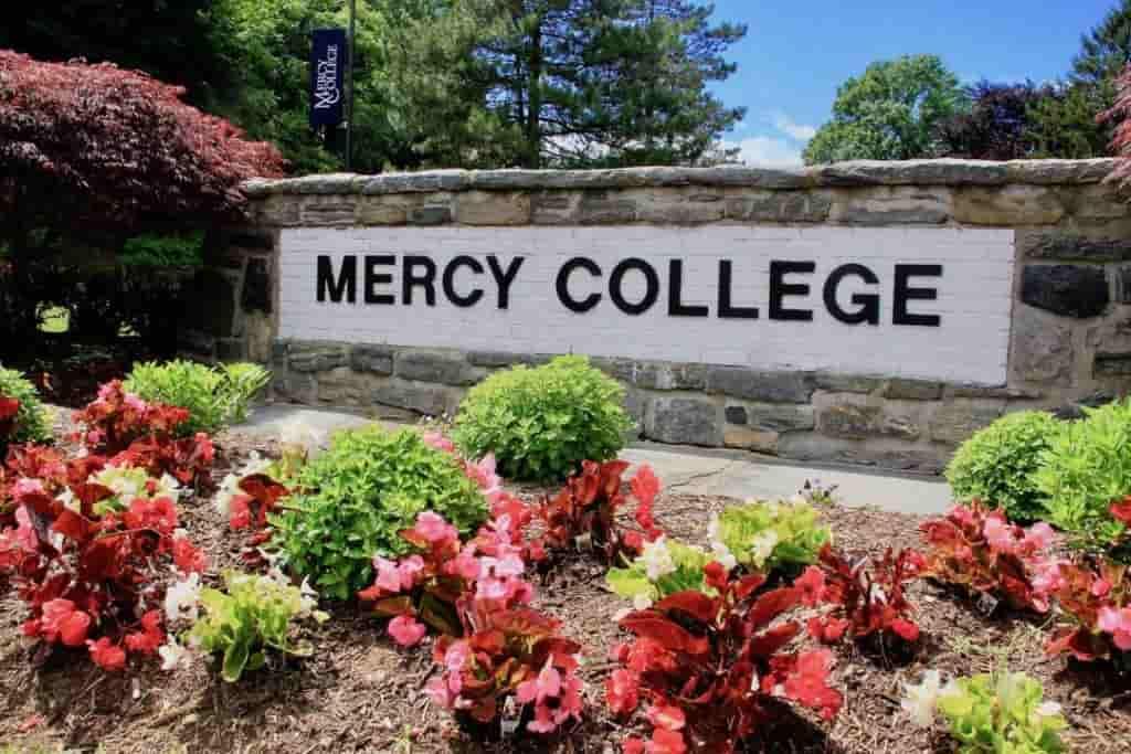 منحة كلية ميرسي للحصول على البكالوريوس بالولايات المتحدة الأمريكية