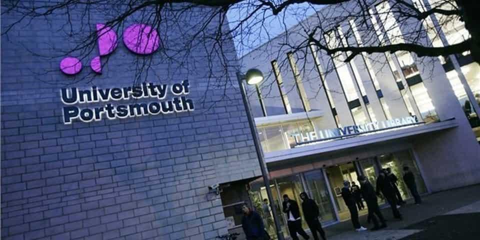 منحة جامعة بورتسموث في المملكة المتحدة لدراسة البكالوريوس والدراسات العليا 2020