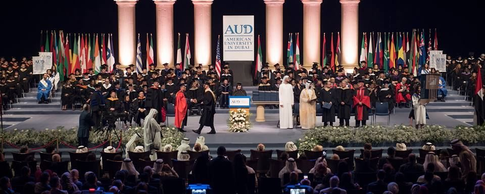 منحة الشيخ محمد بن راشد آل مكتوم لدراسة البكالوريوس في الجامعة الأمريكية في دبي