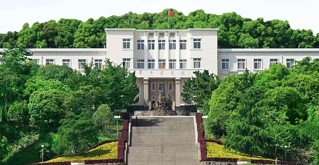 منح دراسية ممولة بالكامل في الصين لدراسة الماجستير والدكتوراه في جامعة هواتشونغ