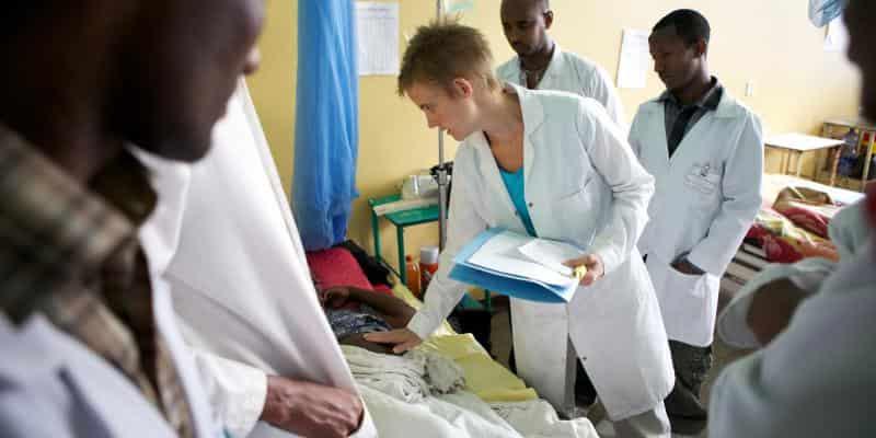 فرصة تطوع ممولة بالكامل مع منظمة VSO كطبيب أطفال