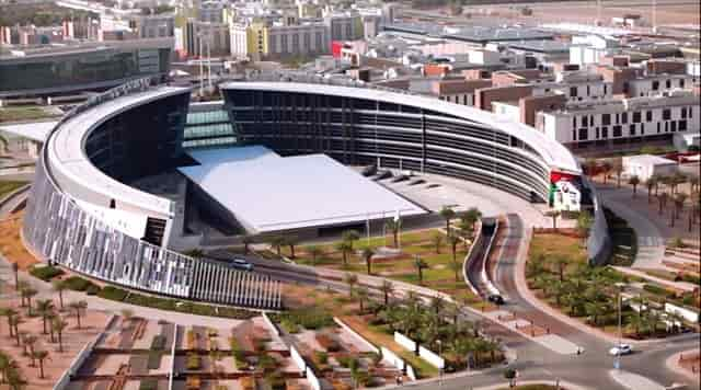 منحة جامعة الإمارات العربية المتحدة الدولية للحصول على البكالوريوس (ممولة)