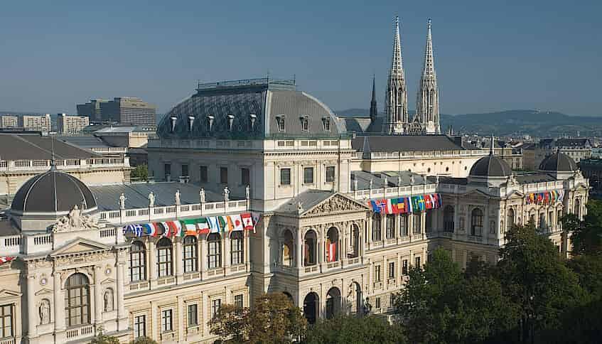 منح جامعة فيينا للحصول على الدكتوراه في الفيزياء في النمسا (ممولة)