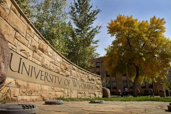 منحة جامعة وايومنغ لدراسة الدكتوراه في الولايات المتحدة الأمريكية (ممولة بالكامل)