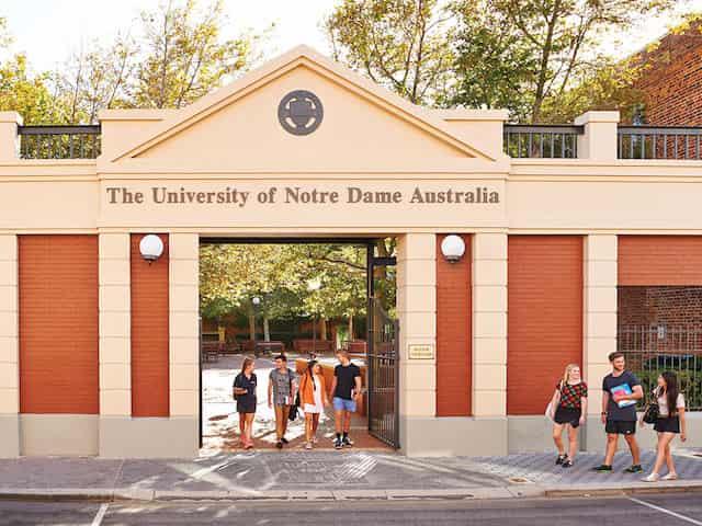 منحة جامعة نوتردام للحصول على درجة البكالوريوس في أستراليا 2021