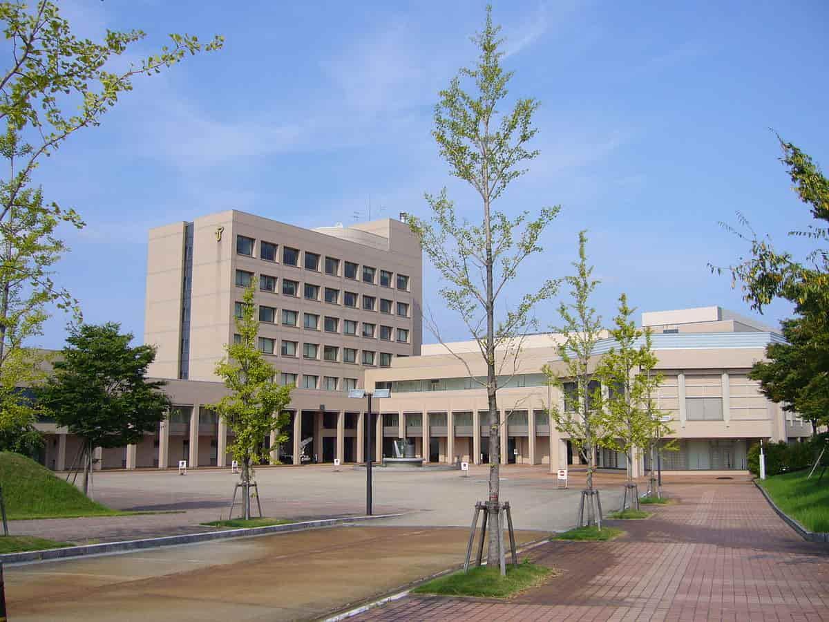 منحة جامعة توياما لدراسة البكالوريوس والماجستير في اليابان 2021