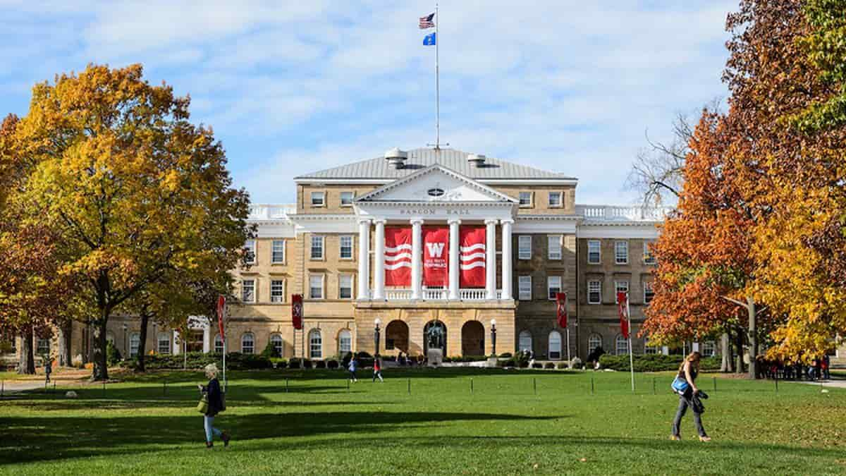 منحة جامعة ويسكونسن لدراسة البكالوريوس في الولايات المتحدة الأمريكية 2021