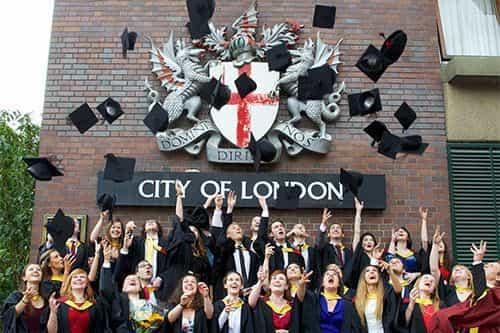 منحة جامعة City University of London لدراسة الماجستير في المملكة المتحدة 2021