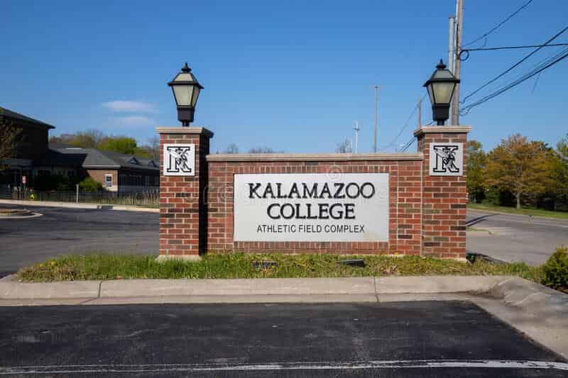منحة Kalamazoo College لدراسة البكالوريوس في الولايات المتحدة الأمريكية 2021