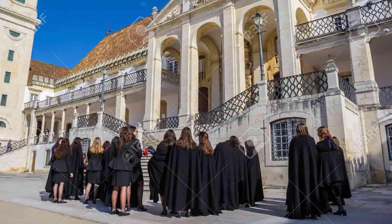 منحة جامعة كويمبرا لدراسة البكالوريوس في البرتغال 2021