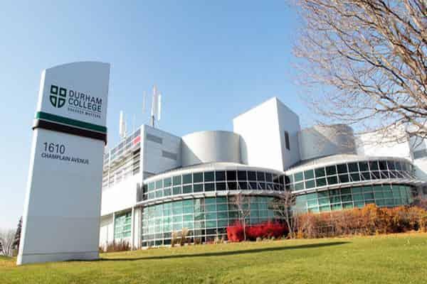 منح كلية دورهام للحصول على البكالوريوس في كندا 2021