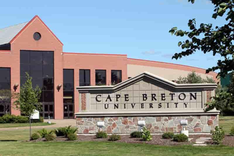 منحة جامعة كيب بريتون للحصول على البكالوريوس في كندا 2021
