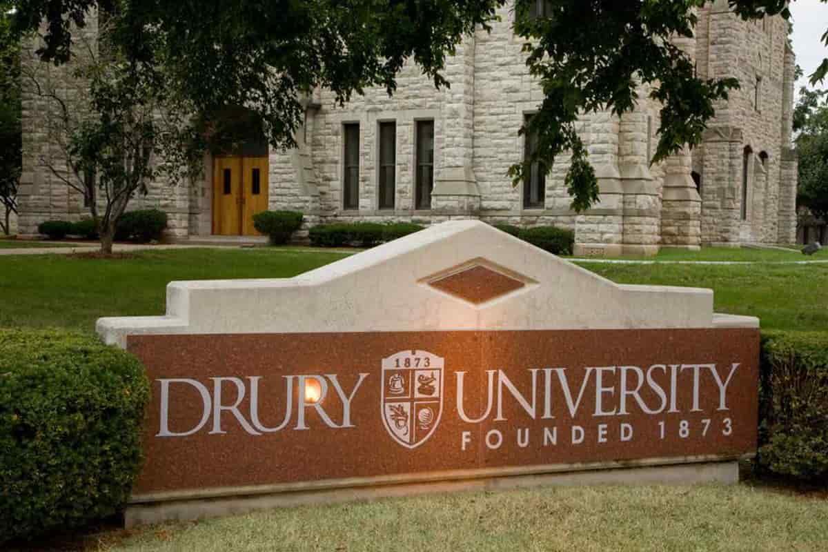 منحة جامعة دروري للطلاب الدوليين لدراسة البكالوريوس والدراسات العليا بالولايات المتحدة الأمريكية 2021