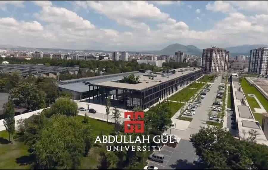 منحة جامعة عبد الله جول لدراسة البكالوريوس في تركيا 2021